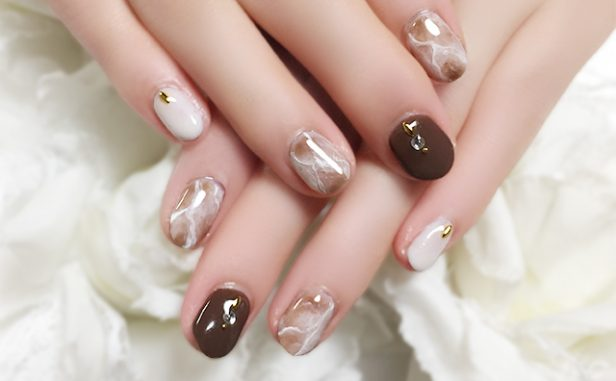 hand20181108brown01